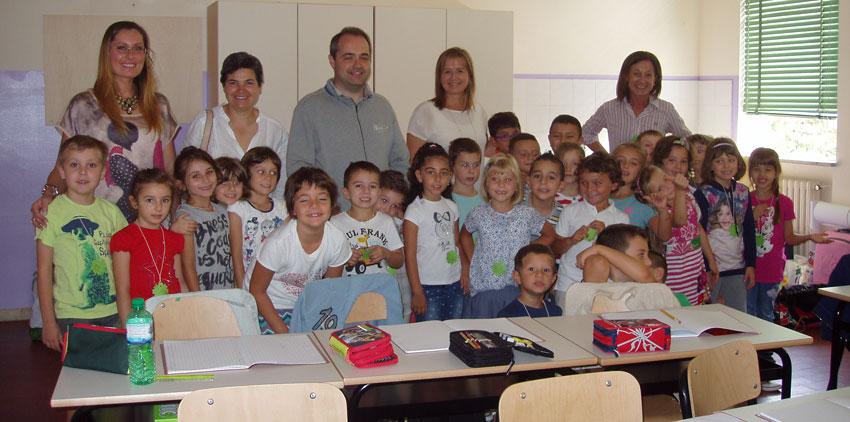 la classe IC della Scuola Primaria di Poviglio, insieme al Sindaco Giammaria Manghi
